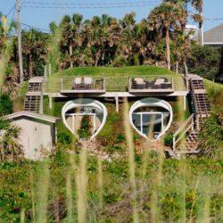 Уникальный дом-ракушка внутри дюны